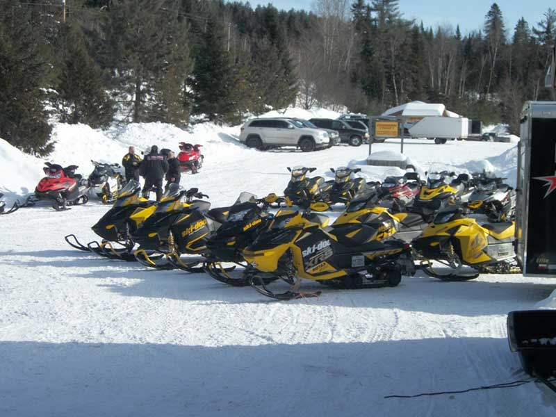 Coin Lavigne Outfitter - Snowmobile rental